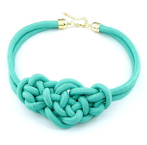 Колье плетеное из веревки зеленое