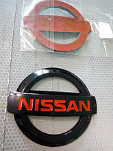 Эмблема NISSAN 105х90 мм  черно/красный