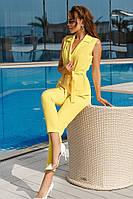Стильный женский костюм жилет и брюки желтый