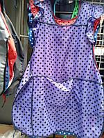 Удобный фартук с рюшами и тремя карманами в горошек много цветов, фото 1