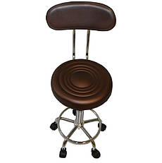 Коричневый стул мастера со спинкой