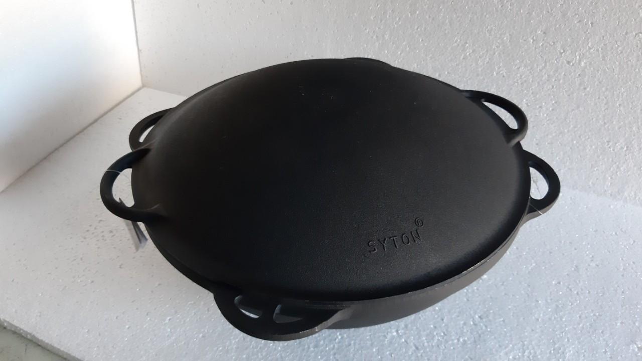 Казан чугунный азиатский, эмалированный , с чугунной крышкой-сковородой САДЖ. Объем 12,0 литров.