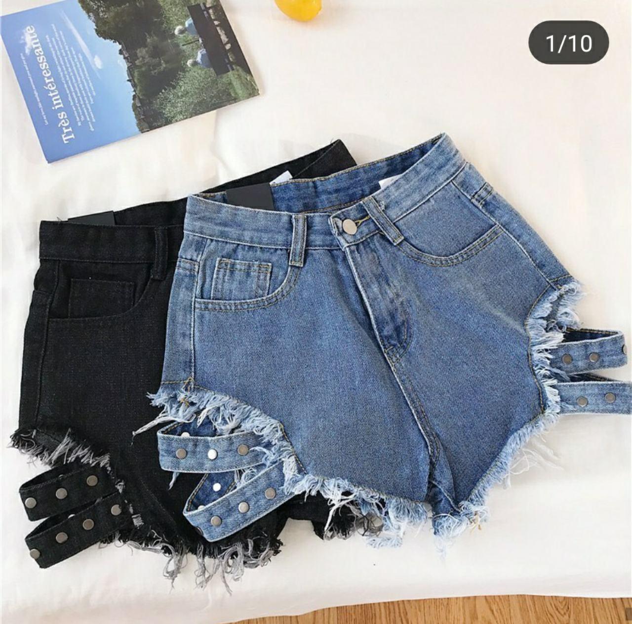 Крутые джинсовые шорты с пряжками лямками  заклепками