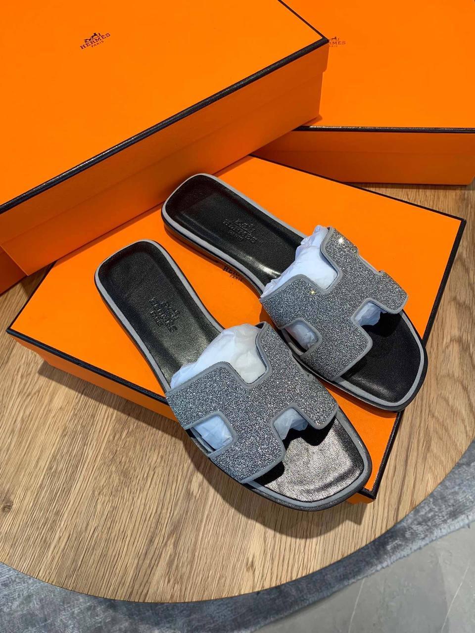 Блестящие шлепанцы Hermès