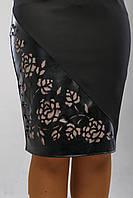 Черная строгая юбка средней длинны, классика жанра, декор в виде перфорации р.48 код 3096М