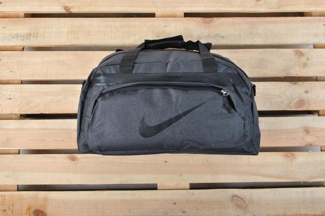 Дорожные спортивные сумки: эко-кожа и ткань