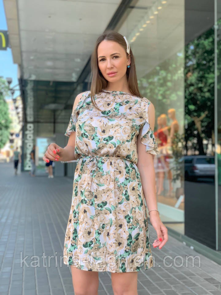 Женское платье с поясом и открытыми плечами (в расцветках)