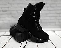 Зимние ботинки на толстой подошве с отворотом, на шнурках и змейке, материал черная замша.