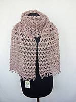 Ажурный шарф связан крючком