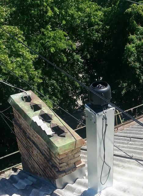 Монтаж вентилятора для квартиры на крыше 5-ти этажного жилого дома.