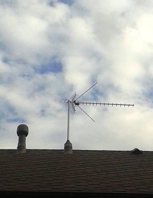 Выход антенны на крышу.