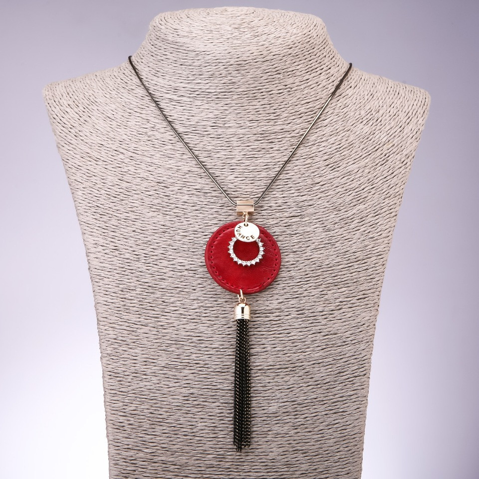 Колье подвес на цепочке с красным медальоном из эко кожи L-80см