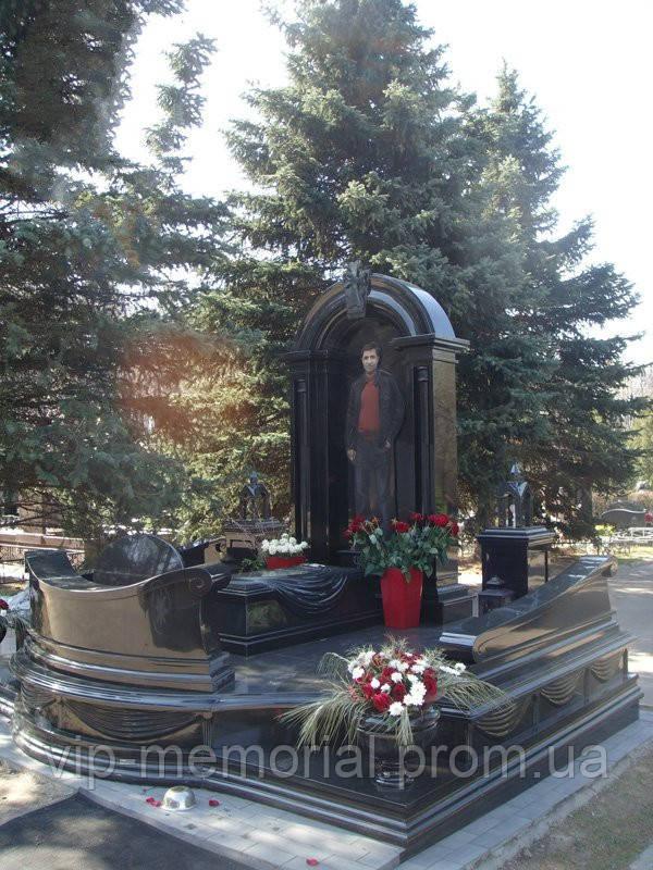 Памятник гранитный Г-30