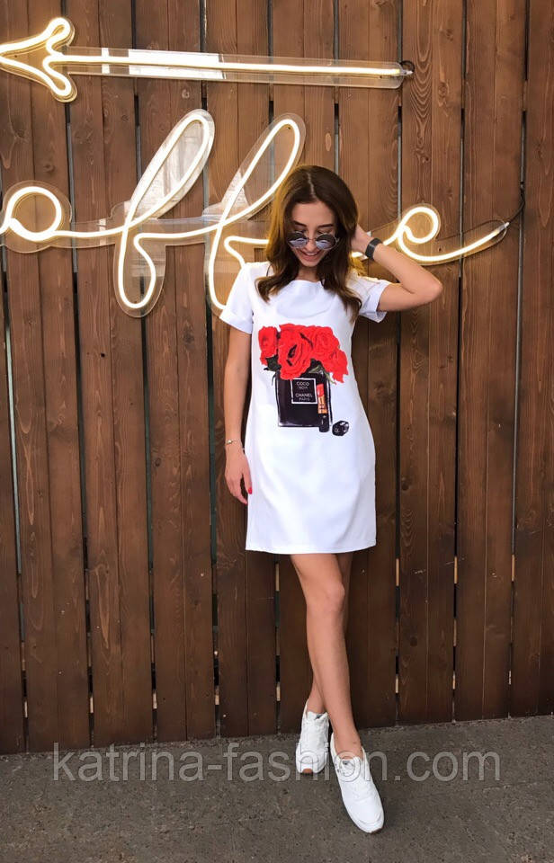Женское платье-футболка с карманами и актуальными принтами