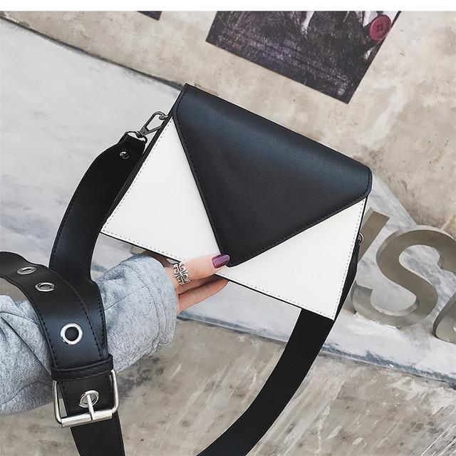 Бордовая круглая сумочка