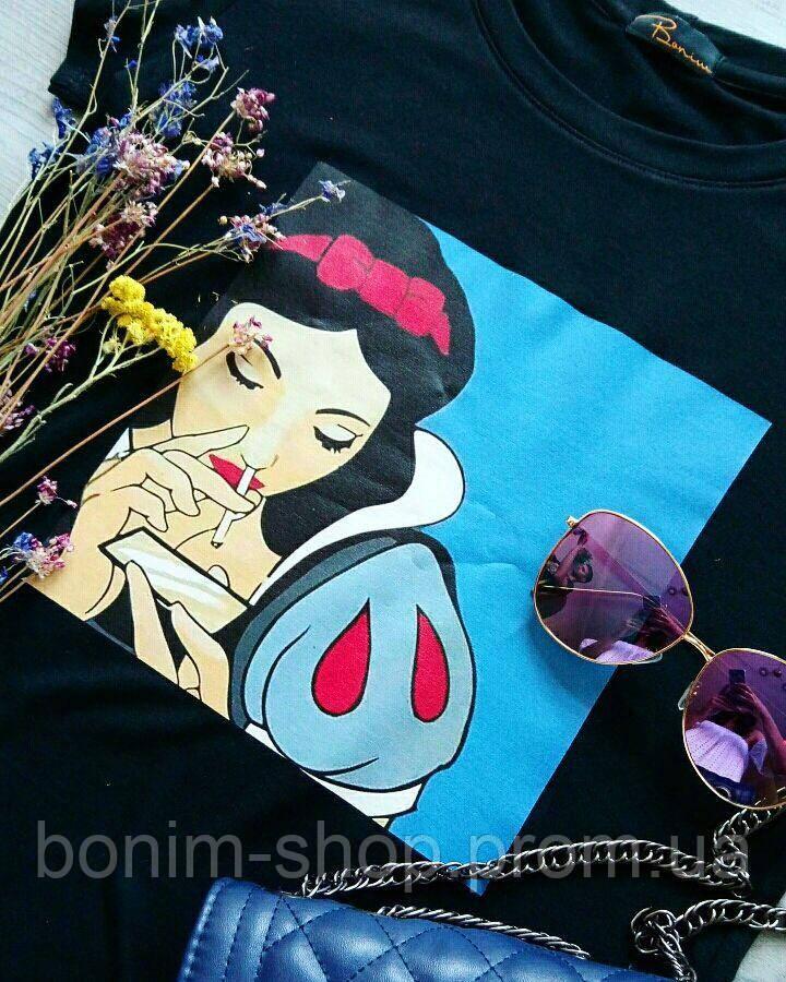 Женская черная футболка с цветным принтом Плохая Белоснежка