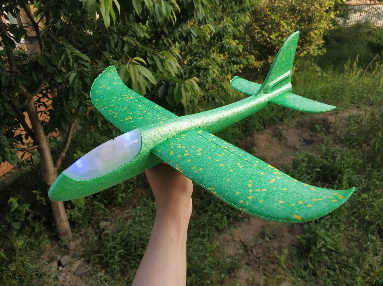 Самолет со светом
