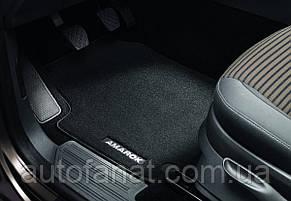 Оригинальные коврики в салон Volkswagen Amarok (2H) с 2010 года, текстильные передние, черные (2H1061275WGK)