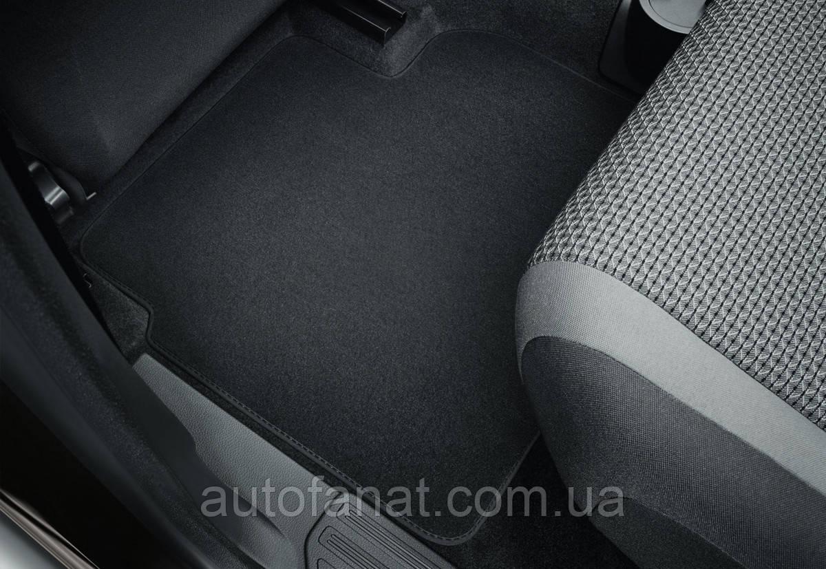 Оригинальные коврики в салон Volkswagen Amarok (2H) с 2010 года, текстильные задние, черные (2H0061276WGK)