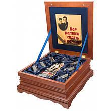 """Подарочный набор для алкоголя графин с рюмками в деревянной шкатулке """"Место встречи изменить нельзя"""""""