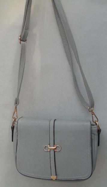 eee18513bf3d мы постарались подобрать самые модные, стильные, молодёжные сумочки и  клатчи. У нас Вы можете купить брендовые сумки дёшево и выбрать из большого  ...
