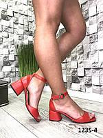 Женские,кожаные босоножки,на каблуке 39