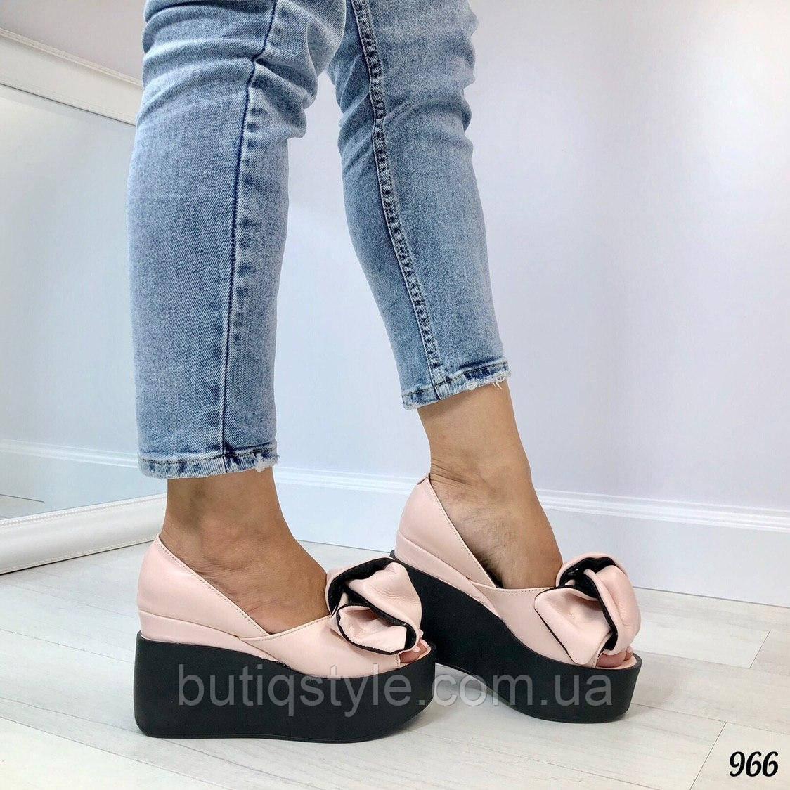 Красивые женские туфли пудра с бантом на черной платформе открытый носок натуральная кожа