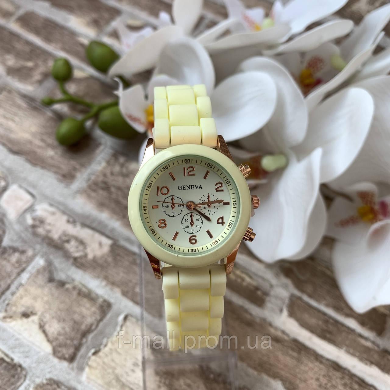 Женские наручные часы на силиконовом ремешке Geneva светло желтые