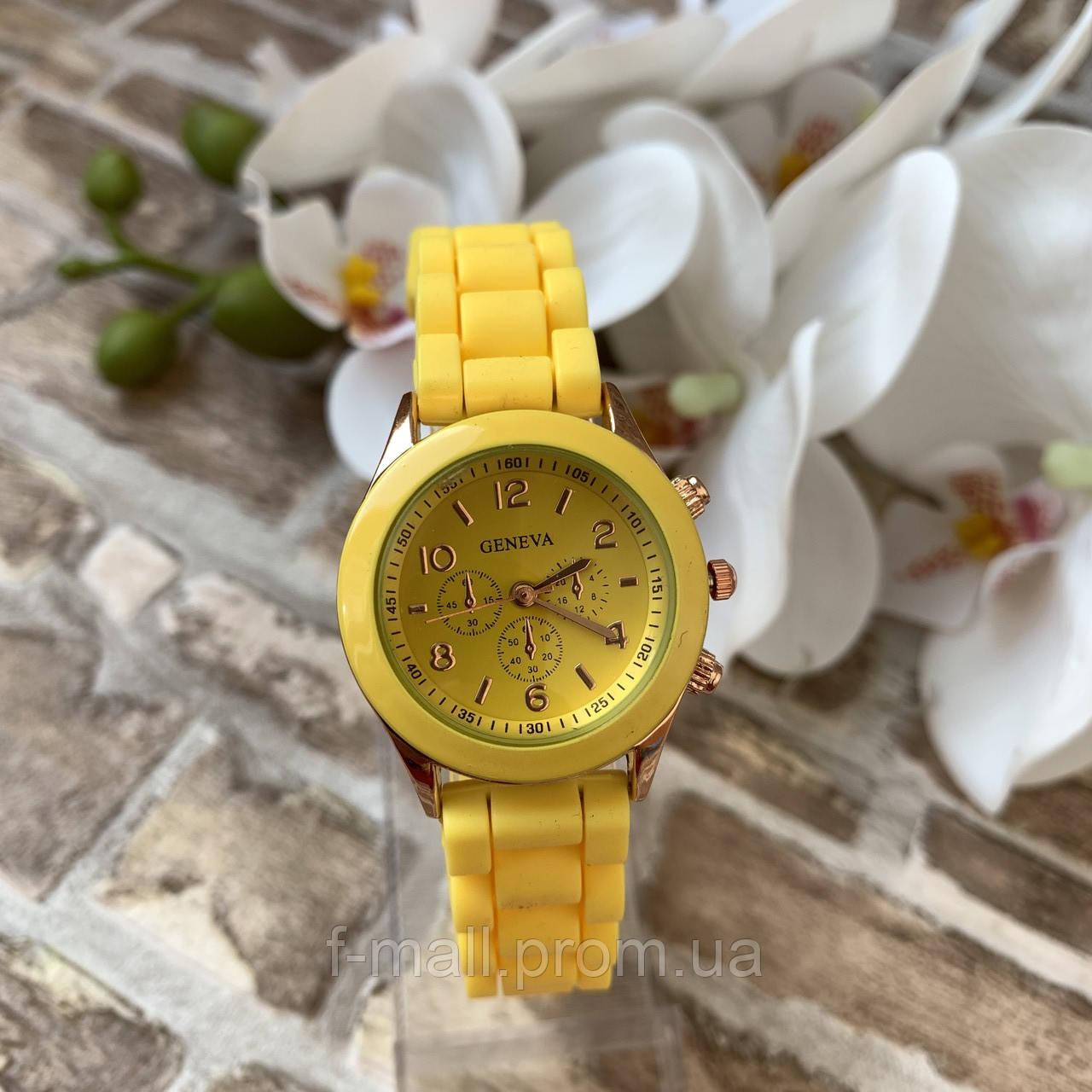 Женские наручные часы на силиконовом ремешке Geneva желтые