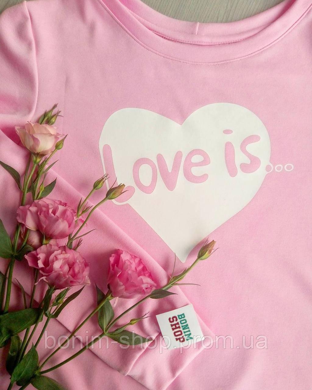 Розовый женский свитшот с принтом Love is...