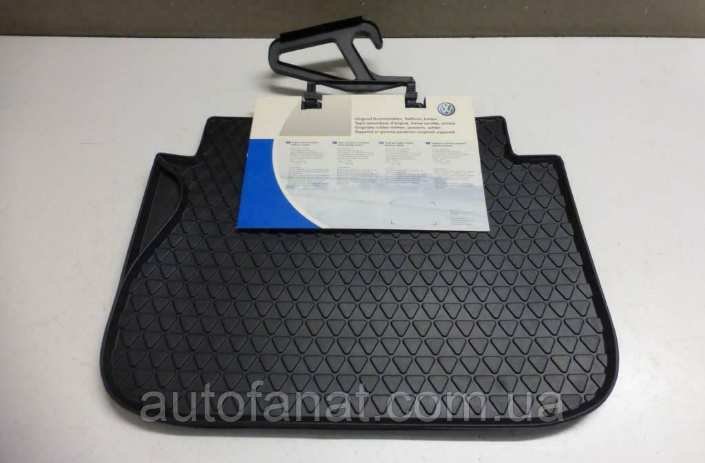 Задние резиновые коврики в салон Volkswagen Caddy 2004-2010, Caddy 2011н.в. Caddy 4 (A5) c 2015 (2K0061511041)