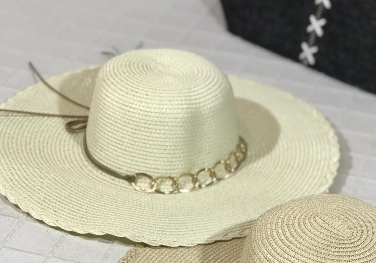 Легкая летняя пляжная женская соломенная шляпа с цепочкой