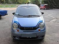 Дефлектор капота Daewoo Matiz 1998- /с заходом на фары / Мухобойка Део Матиз 1998- /с заходом на фары