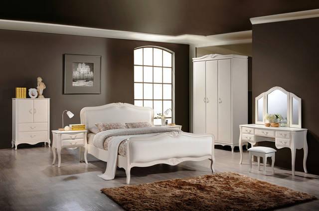 Спальни из натурального дерева Domini