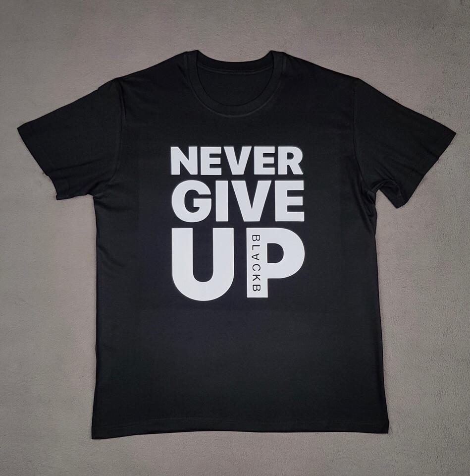 Футболка с принтом Never Give UP черная