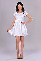 Короткое приталенное платье длиной выше колена