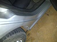 Оклейка внутрених порогов автомобиля антигравийной пленкой