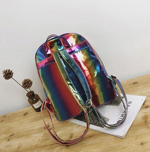 Радужный рюкзак сзади