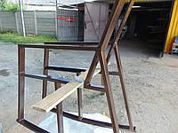 Крісло качалка , боковини з металу