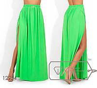 Яркая юбка-макси из микромасла с высоким разрезом, на резинке 12954