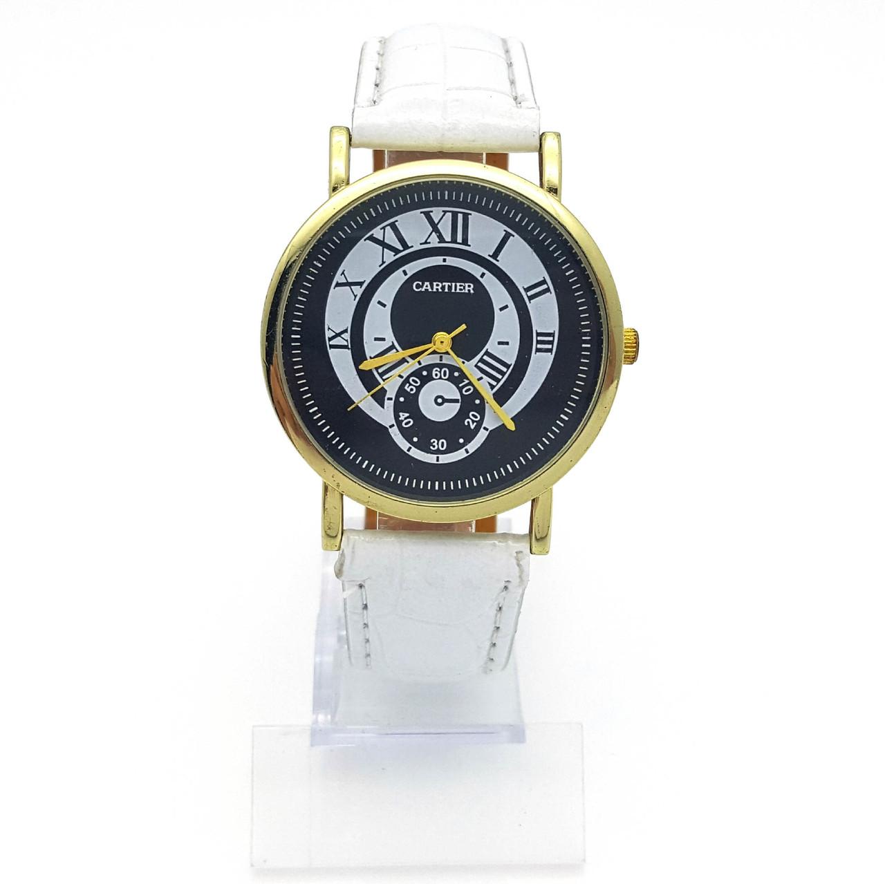 Часы на белом ремешке, с рымским циферблатом, длина ремешка 18-22,см, циферблат 38мм
