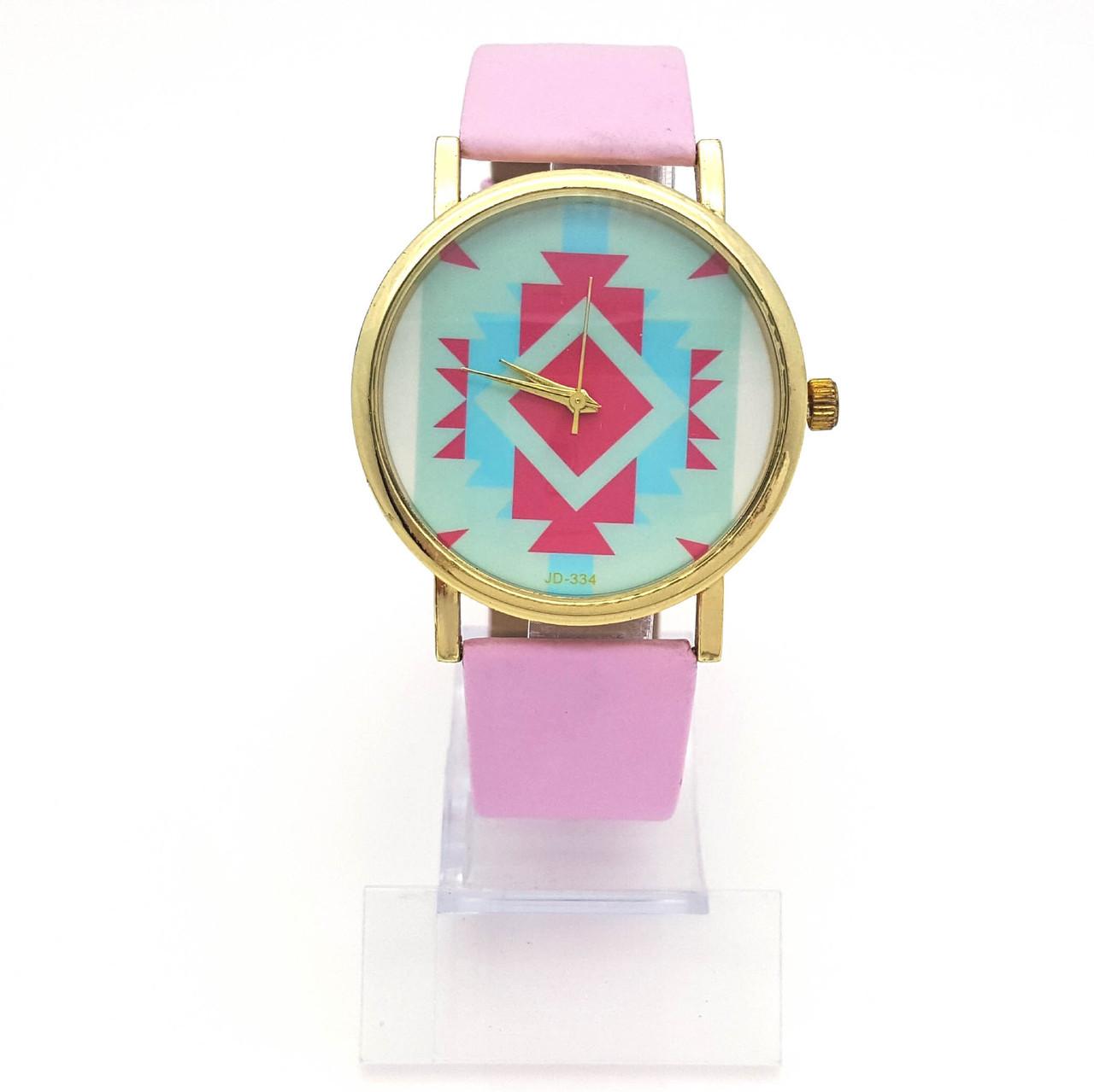 Часы на розовом ремешке, с орнаментом, длинна ремешка 18,5-22, циферблат 38мм