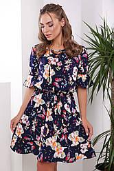 Летнее короткое платье с воланами на рукавах и цветочным принтом синее