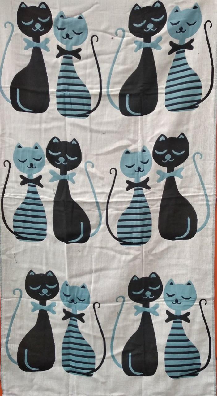 Льняное банное полотенце с принтом разноцветные коты. Размер:1,4 x 0,7