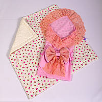 Конверт на выписку летний нежно розовый с кружевом + плед розочки с молочным плюшем BabySoon 78х85см, фото 1