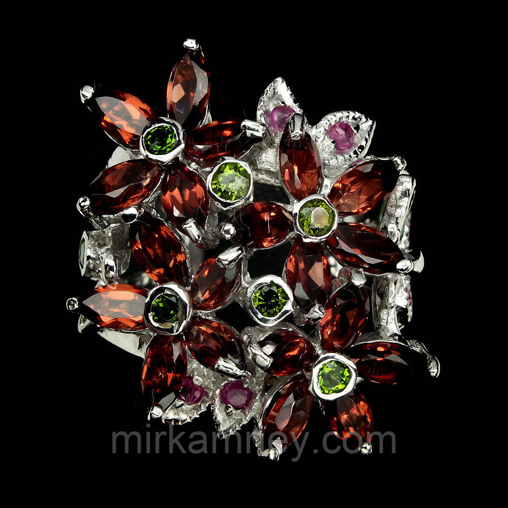 Кольцо натуральный Мозамбик Гранат, Хромдиопсид, Изумруд, Рубин. Размер 18. Серебро 925 в позолоте