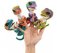 Интерактивный динозавр WowWee Fingerlings Untamed Raptor