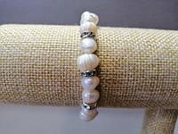 Браслет на резинке с жемчугом и декоративными подвесками, цвет металла серебро, обхват 18см d-8мм (+-)