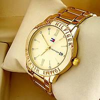 Стильные кварцевые часы Tommy Hilfiger А146 на металлическом браслете золотого цвета золотой циферблат с датой