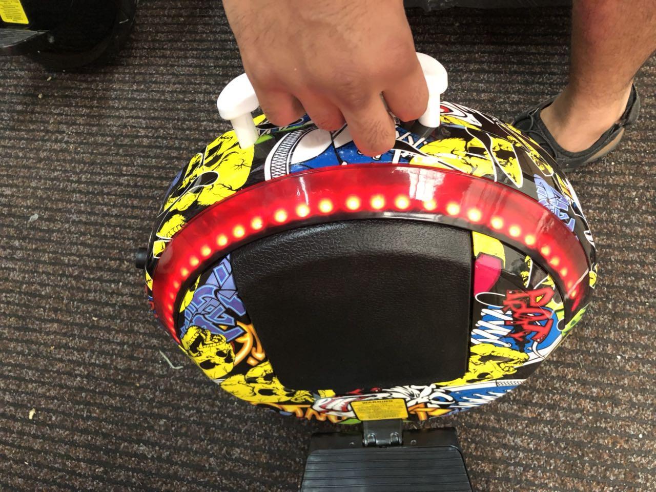 """Моноколесо 14""""  Segway one E+ с вспомогательными колесами, подсветкой. Моноцикл сигвей, гироскутер, гироборд. Желтая футуристическая"""
